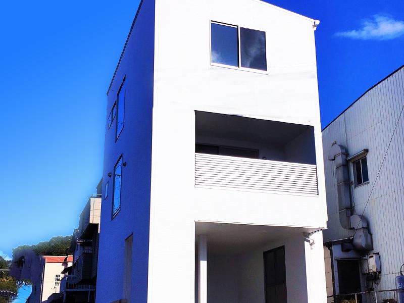 【成約済】真っ白な外壁&スタイリッシュな外観!D-Labo紅梅